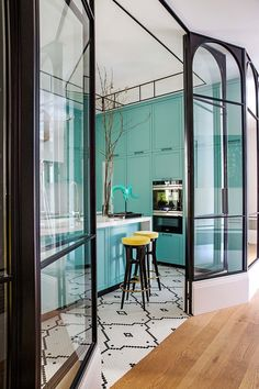 I get butterflies for interiors with a bold take on color. This home in Madrid, belonging to designer, Luis García Fraile has me droo. Küchen Design, Tile Design, Door Design, House Design, Ambiance Hotel, Interior Architecture, Interior And Exterior, Scandinavian Kitchen, Kitchen Colors