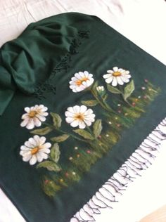 Keçe iğneleme şal Fabric Painting On Clothes, Painted Clothes, Wool Embroidery, Hand Embroidery Designs, Wet Felting, Needle Felting, Hand Painting Art, One Stroke Painting, Painted Bags