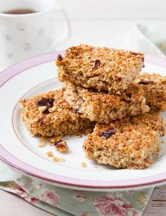 A tasty snack as part of Davina's weeks to sugar-free' meal plan, these flapjacks are a healthy and delicious sweet. Find the full recipe at Sugar Free Flapjacks, Low Sugar Recipes, No Sugar Foods, Sweet Recipes, Davina Sugar Free Recipes, Healthy Flapjack, Flapjack Recipe, Sugar Free Snacks, Healthy Baking