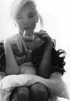Beautiful picture of Marilyn---> I feel like this is Debbie Harry?