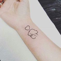 Tatuagem delicada de cachorro no braço