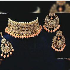 📌@imsadiyakhan #jewellery #choker #bridaljewellery Indian Bridal Jewelry Sets, Indian Jewelry Earrings, Fancy Jewellery, Jewelry Design Earrings, Stylish Jewelry, India Jewelry, Fashion Jewelry, Bridal Jewellery, Diamond Jewellery