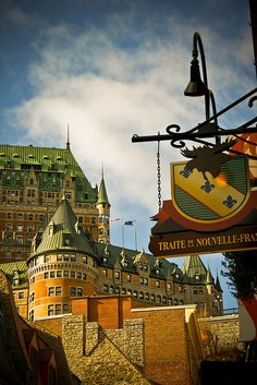 Château Frontenac, Québec. The Château Frontenac is a grand hotel in Quebec City, Quebec, Canada, which is operated as Fairmont Le Château Frontenac. It was designated a National Historic Site of Canada in 1980.