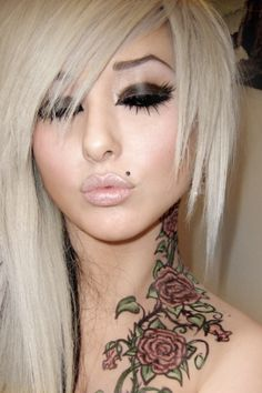 Love the Monroe piercing Also really love the neck tattoo Monroe Piercings, Face Piercings, Madonna, Girly, Victoria, Scene Hair, Emo Scene, Labret, Piercing Tattoo
