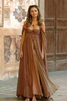 Gowns Pagan Wicca Witch: Lovely gown in Autumn shades. || Love. This. Style. So much. (I think that's Mischa Barton?) Daenerys Targaryen