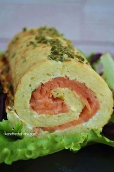 Potato Roll with Smoked Salmon (Hanane Recipes) Potato Dishes, Fish Dishes, Healthy Dinner Recipes, Cooking Recipes, Zucchini Ravioli, Good Food, Yummy Food, Salty Foods, How To Cook Fish