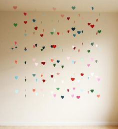 Decoración con guirnaldas de corazones de colores