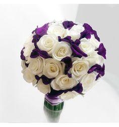 Buchet cununie cu trandafiri albi si lisianthus mov