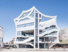 IROJE KHM architects realizes sculptural archi-fiore building in korea