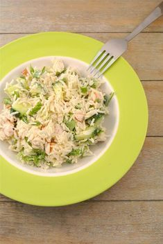 Rice salad with smoked chicken, cucumber and crème fraiche - Tasty and simple salad salad salad recipes grillen rezepte zum grillen I Love Food, A Food, Good Food, Food And Drink, Yummy Food, Baby Food Recipes, Salad Recipes, Dinner Recipes, Healthy Recipes