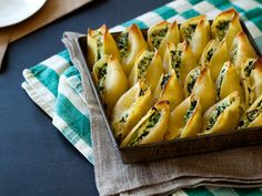 Gojee - Simple Spinach and Ricotta Stuffed Shells by Spoon Fork Bacon
