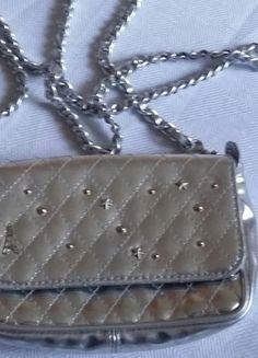 Kaufe meinen Artikel bei #Kleiderkreisel http://www.kleiderkreisel.de/damentaschen/umhangetaschen/133810000-umhangetasche-silber-kettenband