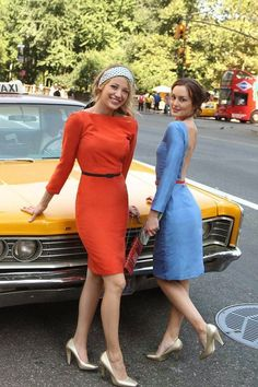 Serena van der Woodsen and Blair Waldorf - Serena and Blair are best friends in Gossip Girl. Gossip Girl Blair, Gossip Girls, Moda Gossip Girl, Vanessa Gossip Girl, Prada Marfa Gossip Girl, Gossip Girl Serena, Estilo Gossip Girl, Gossip Girl Outfits, Gossip Girl Fashion