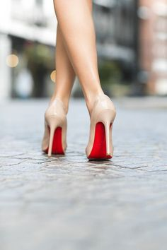 ♡ Loving these Christian Louboutin Heels with red sole ♡ Red High Heels, Nude Heels, Red Sole Heels, Red Bottom Heels, Fashion Mode, Look Fashion, Milan Fashion, Fashion Trends, Fashion Styles