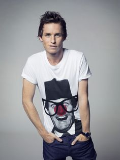 We can see why Eddie Redmayne is Hollywood hot-property right now! He looks far from Les Mis in his Red Nose Day t-shirt!