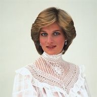 Diana could do Edwardian Victorian so well.  Would like to have seen her wear Nouveau - she had the body type and the attitude!