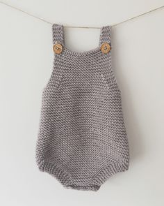 Baby Knitting Patterns Pullover baby romper knitting pattern by pippyeve Baby Romper Pattern Free, Baby Sweater Knitting Pattern, Chunky Knitting Patterns, Knit Baby Patterns, Crochet Baby Bloomers, Knitted Baby Romper, Baby All In One, Tricot Baby, Baby Boy Romper