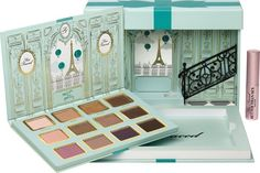 The Too Faced La Petite Maison is yet another cute Holiday 2015 palette from Too Faced that's available exclusively at Ulta and Ulta.com. This cutely littl