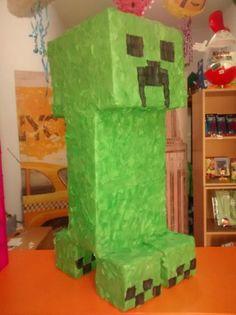 piñata creeper de minecraft cola,carton,papel paper mache