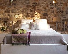 Duas casas rústicas de pedra em diferentes tons neutros!!