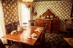 Inside the Anne of Green Gables Heritage House, Prince Edward Island Anne Of Windy Poplars, Pei Canada, Road To Avonlea, Red Sand Beach, Yellow Houses, Anne Shirley, Awesome Movies, Country Interior, Prince Edward Island