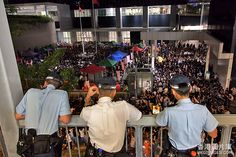 Hong Kong people pretesting @ HK Gov. head office days and nights for education freedom are being watched by policemen. 香港反國教大聯盟連續兩晚政府總部外集會 (hkgimages-20120904-194004)