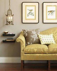 Arredi giallo e tortora - Arredare il soggiorno con il color tortora e il giallo oro.