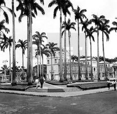 CIUDADES. Santa Isabel, Fernando Poo (Guinea Ecuatorial), 14-12-1963.- Vista general del edificio de Misión Católica, en la plaza de España. EFE/cg