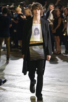 Raf Simons Spring 2017 Menswear Fashion Show