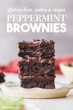 Gluten-free, vegan and paleo peppermint brownies. These Peppermint Brownies are so rich Easy Cake Recipes, Brownie Recipes, Baking Recipes, Dessert Recipes, Dessert Bars, Healthy Desserts, Easy Desserts, Delicious Desserts, Vegan Brownie