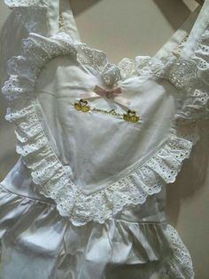 А little doll princess from Russia. I'm fragile, petite and needy crybaby with a soft skin, shy and. Kawaii Fashion, Lolita Fashion, Pink Fashion, Fashion Outfits, Pretty Outfits, Cool Outfits, Lolita Mode, Outfit Look, Little Doll