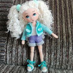 Handmade by 🌸 Crochet Dolls Free Patterns, Crochet Doll Pattern, Amigurumi Patterns, Amigurumi Doll, Doll Patterns, Pretty Dolls, Cute Dolls, Cute Crochet, Crochet Toys