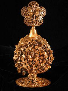 VINTAGE-GOLD-ORMOLU-PERFUME-BOTTLE-CHERUBS-AND-FLOWERS-w-GLASS-DAUBER