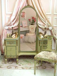 Shabby Chic Home Decor Repurposed Furniture, Shabby Chic Furniture, Shabby Chic Decor, Vintage Decor, Vintage Furniture, Painted Furniture, Home Furniture, Vintage Green, Furniture Ideas