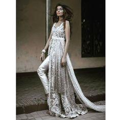 Pakistani couture at its best!  Outfit by @elanofficial  #wedding #fashion #pakistanibride #desicouture #desiglam #glam #love #southasianbride #wedstagram #potd #instafashion #pakistanifashion