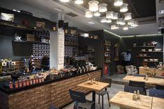 Ένας ολόφρεσκος χώρος στον πεζόδρομο της Καλαμαριάς που τιμά των ποιοτικό καφέ όπως ακριβώς του αρμόζει.