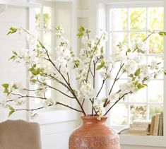 Big and beautiful Use long woody stems to create a beautiful, eye-catching display. Choose plants like quince, cherry or dogwood that have little attractive flowers and put them in a stout vase about a third as tall as the branches to really showcase the long majestic branches. Tip: Hold branches in place by putting marbles at the bottom of the vase.