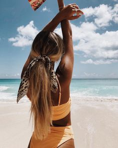 Yellow summer vibes Hello August My Cosy Retreat Hallo August, Summer Beach, Summer Vibes, Summer Hair, Summer Breeze, Summer Sun, Foto Casual, Beach Poses, Shooting Photo