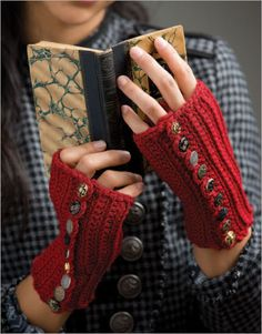Betty's Button-Up Mitts - Interweave