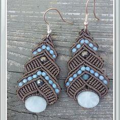 Macrame earrings by IGioielliDiAle on Etsy Macrame Rings, Macrame Knots, Macrame Jewelry, Macrame Bracelets, Macrame Necklace, Macrame Design, Macrame Art, Kazuri Beads, Jewelry Crafts