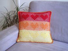 onmyway: Kissenbezug mit HERZchen häkeln Throw Pillows, Bed, Pillows & Throws, Tutorials, Toss Pillows, Stream Bed, Decorative Pillows, Decor Pillows, Beds