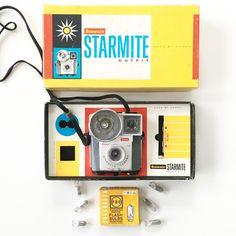 What These Old Things Online Vintage Shop O Flash, Retro Clock, Retro Camera, Vintage Cameras, Vintage Home Decor, Vintage Shops, Old Things, Bulb, Vintage Fashion
