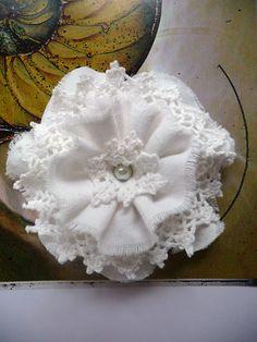 Shabby Blume weiß Vintage Retro Spitze Perle Hochzeit Taufe Landhaus Handarbeit