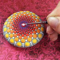 She Paints Beautiful Colored Dots, But It's What She Makes Them With That's Most Surprising [MOBILE STORY]