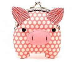Oink oink! Adorable little piggy purse