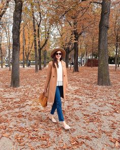 Beige for Fall Spring Outfits Japan, Japan Outfits, Winter Outfits, Sandro, Autumn In Korea, Korea Winter, Winter Travel Outfit, Beige, Pull