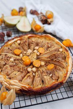 Tarte Rezepte süß, tarte süß, tarte tatin rezepte, tarte tain, tarte rezepte, birnen tarte tatin, birnen tarte, birnen tarte rezept, tarte mit blätterteig, blätterteig rezepte, blätterteig rezepte süß, blätterteig rezepte süß schnell, backen ohne ei, süße rezepte mit blätterteig, süße rezepte schnell, süße rezepte schnell und einfach, rezepte mit birnen, tarte recipe, tarte tatin recipe, pear tarte tatin, pear tarte recipe, pear tarte, tarte with honey, honig tarte Apple Pie, Camembert Cheese, Desserts, Pear Recipes, Tray Bakes, Honey, Tailgate Desserts, Apple Cobbler, Deserts