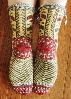 Folk Slipper Socks - Free Pattern