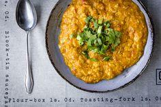 Míchaná vajíčka - rajčata, koření   P&G foodies Korn, Hummus, Risotto, Macaroni And Cheese, Foodies, Clean Eating, Curry, Toast, Eggs