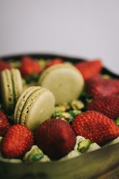#mesisuu #matcha #macaron #cake #pistachio #mango #strawberry #glutenfree Macaron Cake, Macarons, Pistachio, Matcha, Glutenfree, Mango, Strawberry, Sweets, Gluten Free